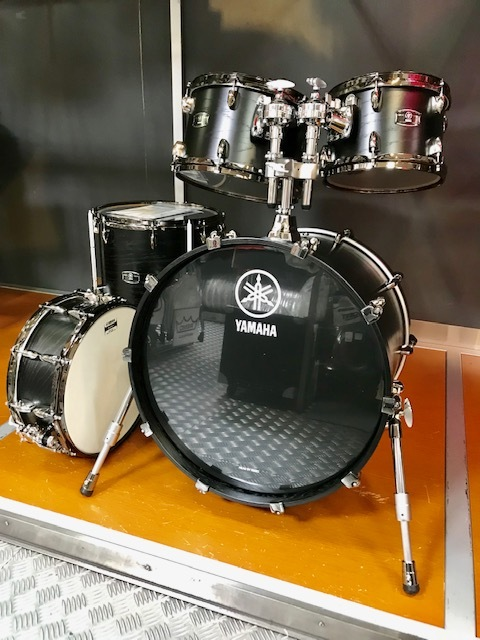 "YAMAHA LIve Custom 20 ""BD 5 pcs. Kit (Black Wood) [Discontinued Specials!]"