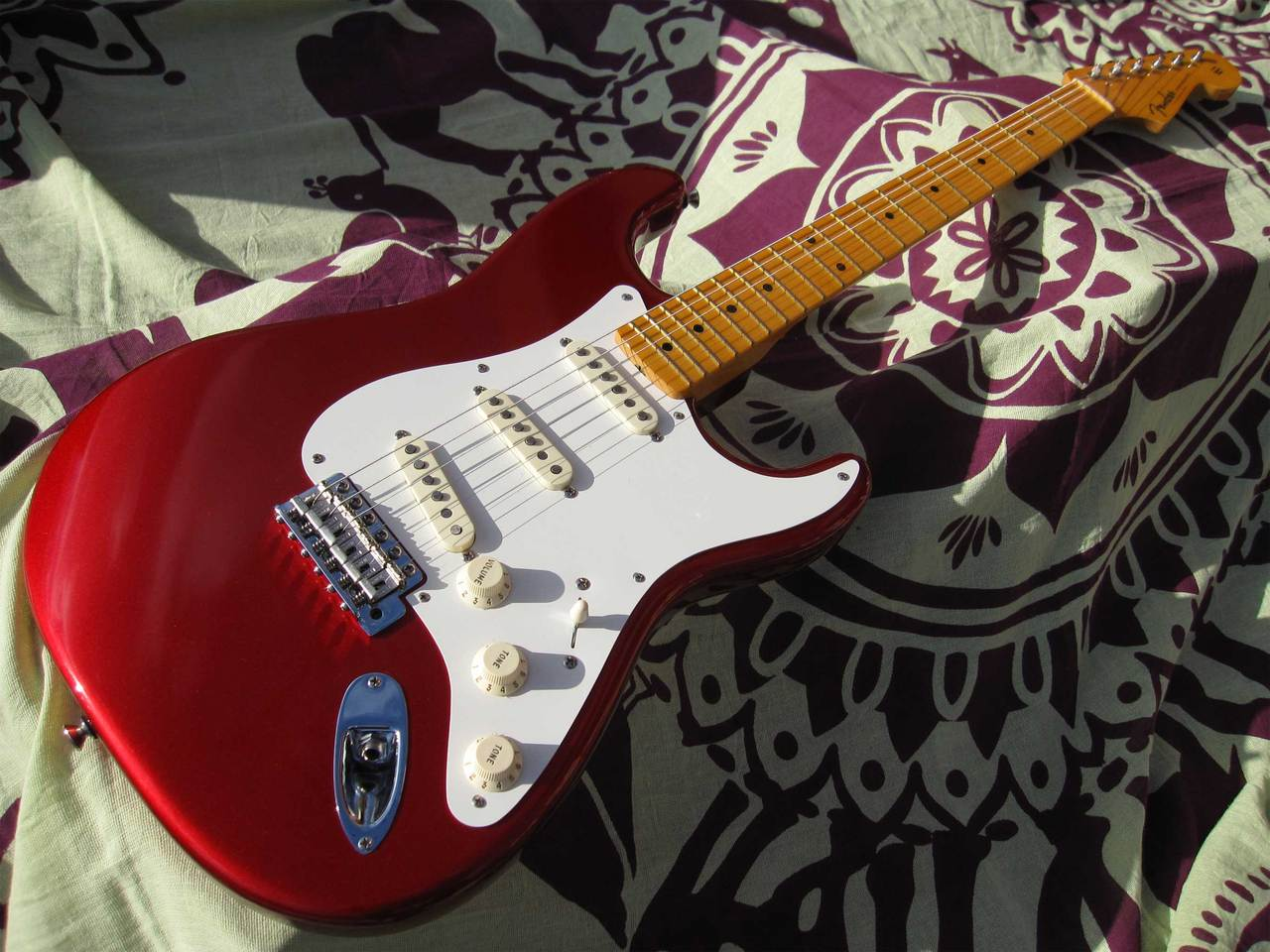 Fender ERIC JOHNSON STRATOCASTER 06(Candy Apple Red)