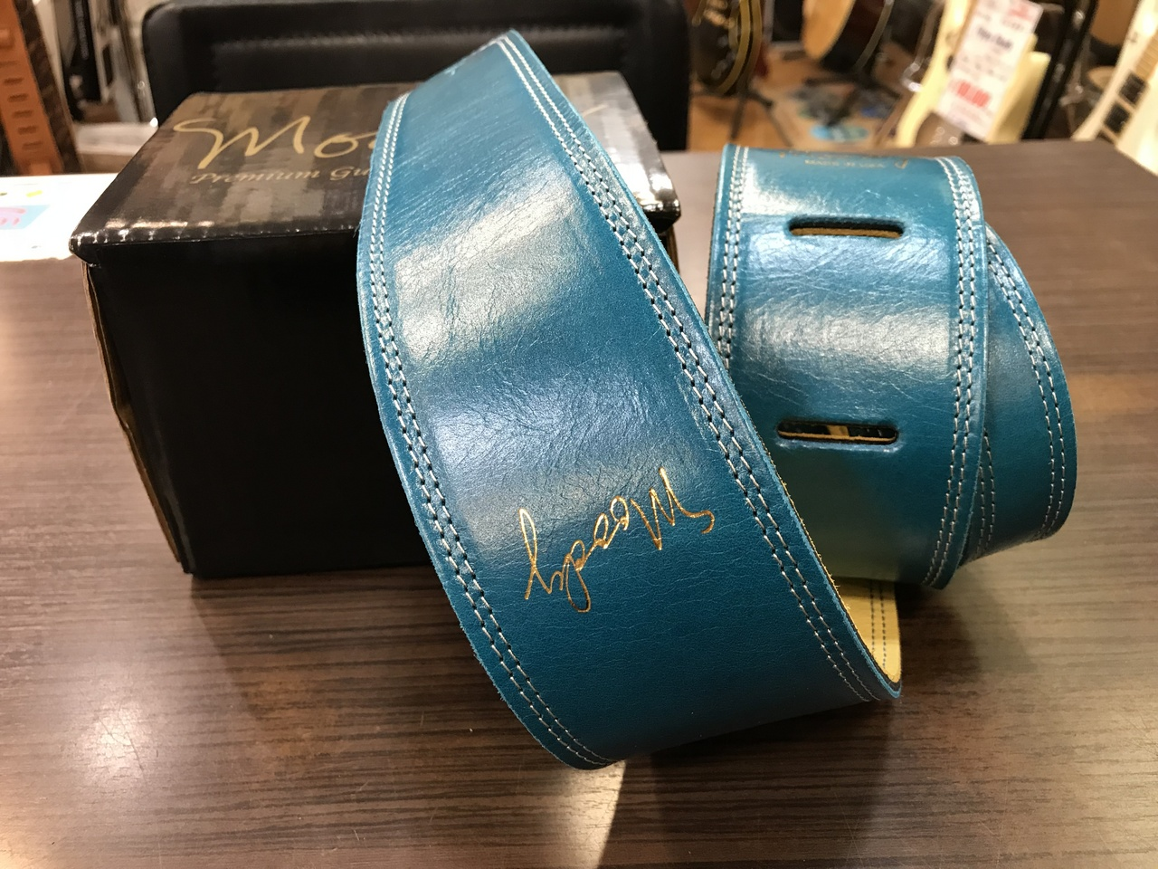 """moody 2.5"""" Leather Backed Guitar Strap - Sapphire Blue/Cream Standard"""