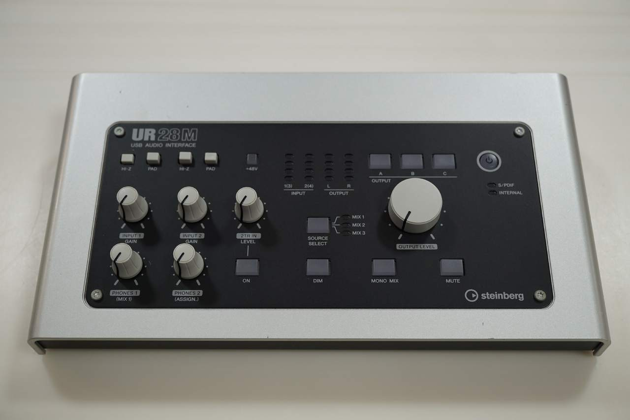 斯坦伯格UR28M在櫃檯展示