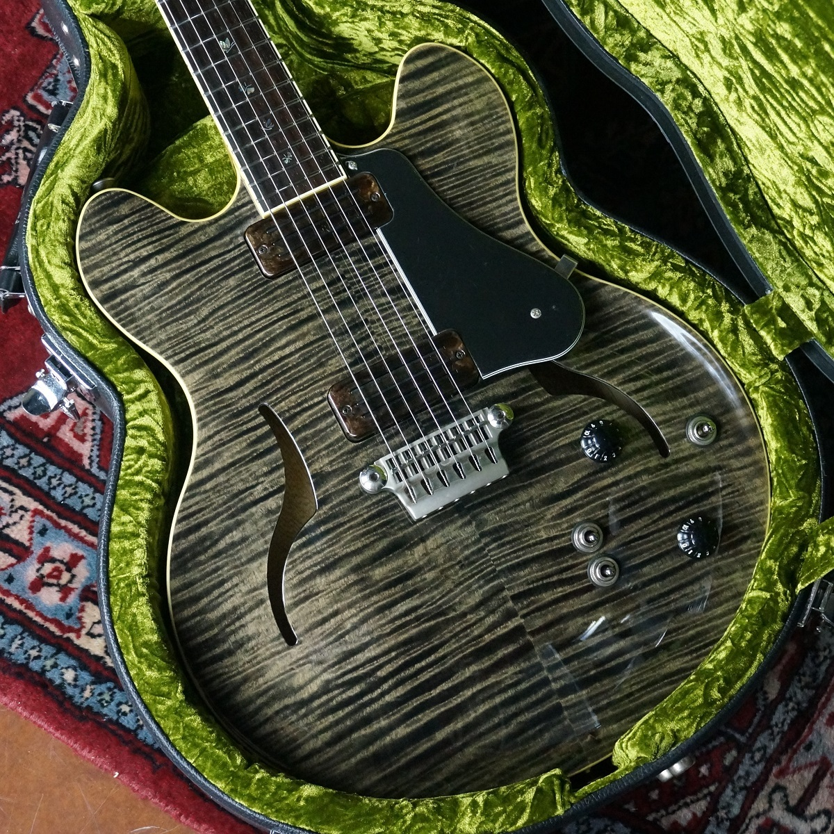 VOX CUSTOM SHOP / VIRAGE II BUTTERFLY / Double Cutaway used [one that can not be seeing you rarely!]