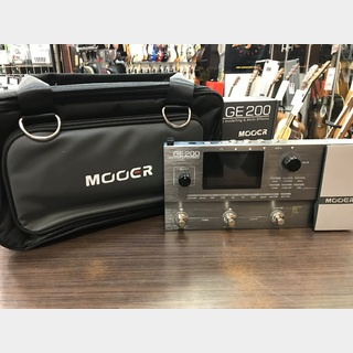 MOOER GE200 Amp modelling & Multi Effects + SC-200 Soft Carry Case for GE200