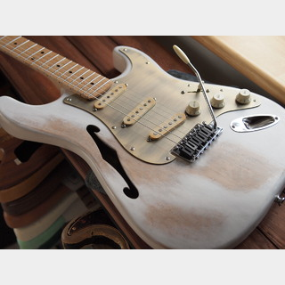 WARMOTH Custom Birdseye Stratocaster Thinline - Worn White