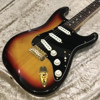 Fender Made in Japan Traditional 60s Stratocaster with Gold Hardware 3-Color Sunburst 【委託中古品】