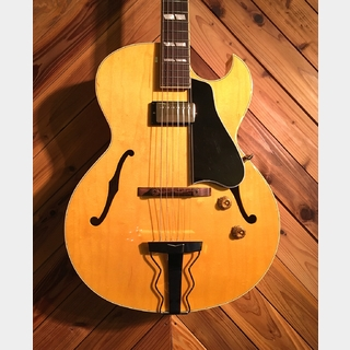 Archtop Tribute AT105M Natural