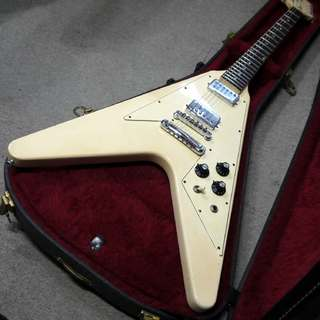 Gibson Flying V ホワイト Original White Finish  1975年製 です。