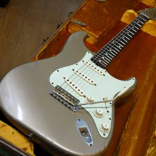 Fender Custom Shop 1960 Stratocaster Relic Shoreline Gold Matching Head 2011年製です